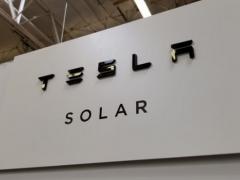 特斯拉太阳能设备突然涨价引不满:欲恢复原价平息此事
